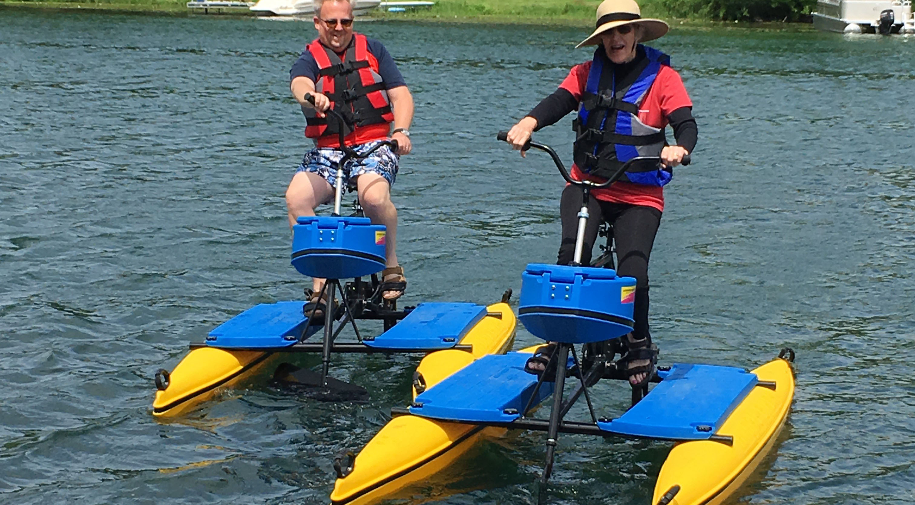 2 people on waterbikes